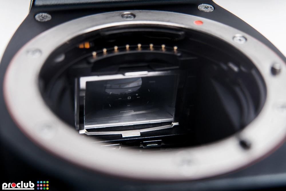 montaż matówki w lustrzance