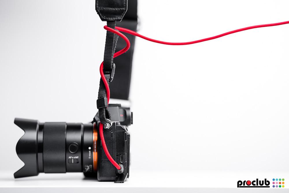 zabezpieczenie kabli USB w aparacie