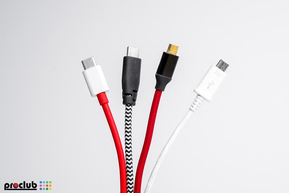 Kable USB do podłączenia aparatu z kompiuterem
